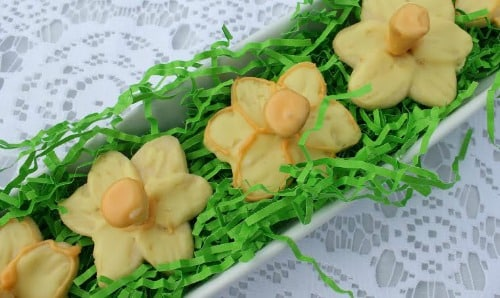 Lemon Daffodil Cookies in a row