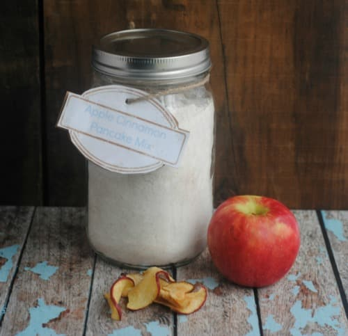 12 DIY Gifts in a Jar: Apple Cinnamon Pancake Gift Jar 2