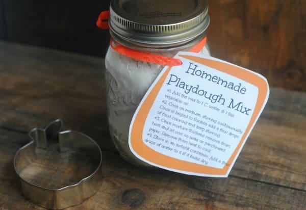 12 Days of DIY Gifts in a Jar: Homemade Playdough Mason ...