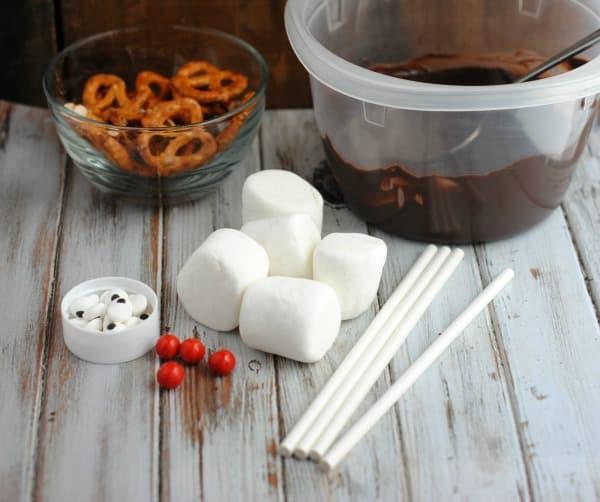 Easy Christmas Dessert Recipe: Reindeer Marshmallow Pops 1