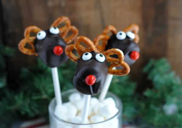 Easy Christmas Dessert Recipe: Reindeer Marshmallow Pops 4