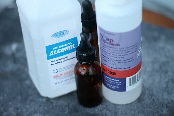 10 Homemade Recipes for Beauty Products: DIY Poo-Pourri Toilet Spray 1