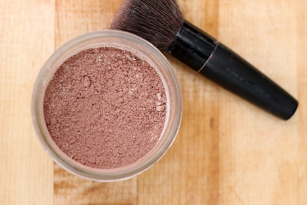 10 Homemade Recipes for Beauty Products: DIY Mineral Makeup - Homemade Blush 3
