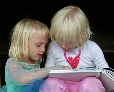 picture of kids reading to promote free summer activities for kids