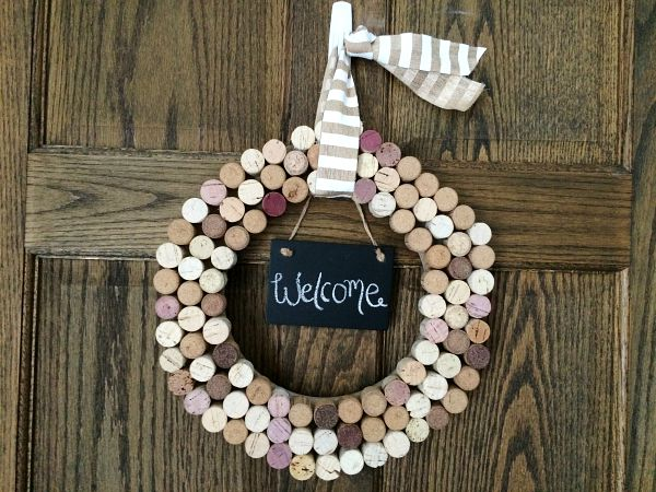 Crafts With Wine Corks: Homemade Cork Wreath Final