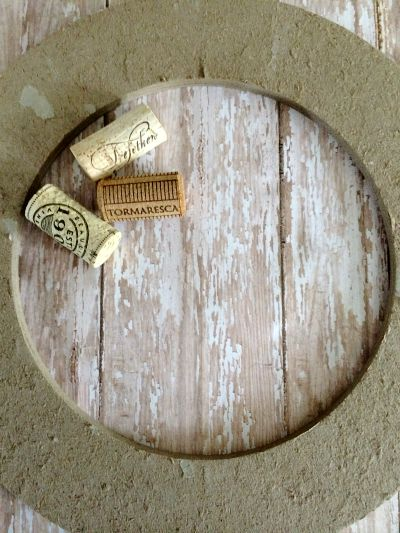 Crafts With Wine Corks: Homemade Cork Wreath 1