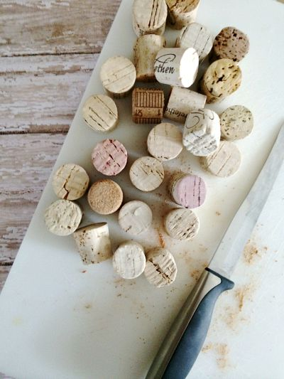 Crafts With Wine Corks: Homemade Cork Wreath 2