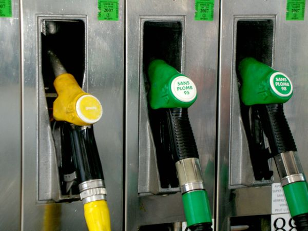 Gas station to promote saving money with gas rewards programs