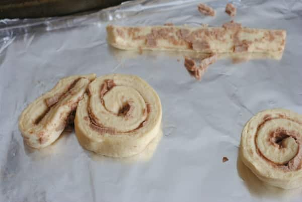 "Easy Recipes for Easter Sunday: Cinnamon Roll Bunnies ""Cinnabunnies"" 3"