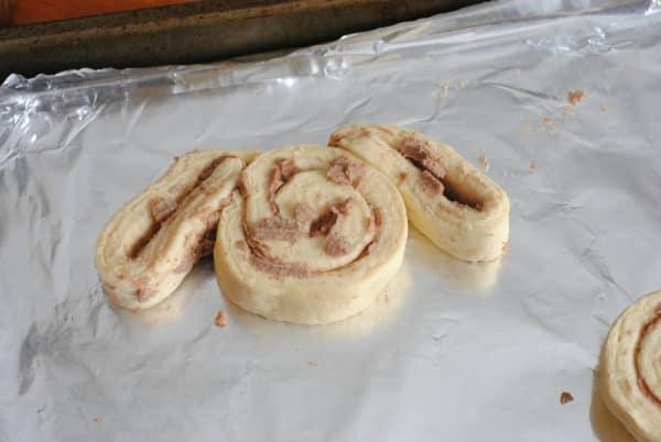 """Easy Recipes for Easter Sunday: Cinnamon Roll Bunnies """"Cinnabunnies"""" 4"""