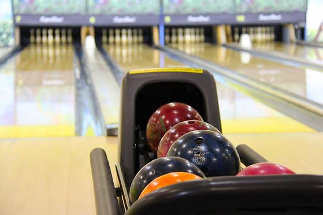 free summer activities for kids include bowling