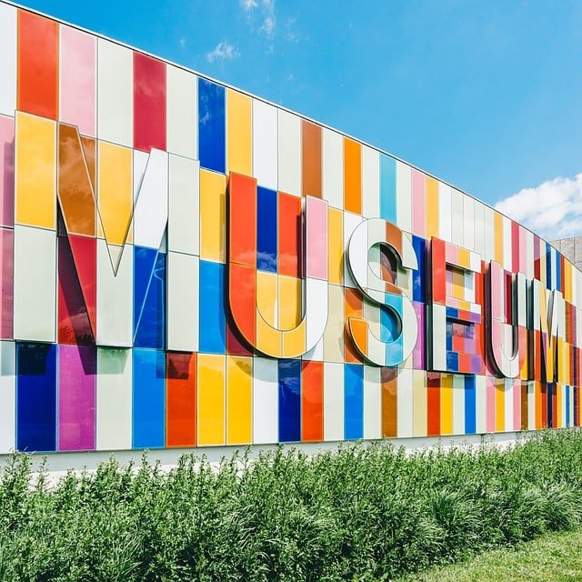 Free summer activities for kids - visit a museum