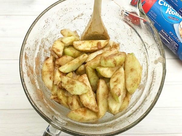 cinnamon-roll-apple-pie-step2