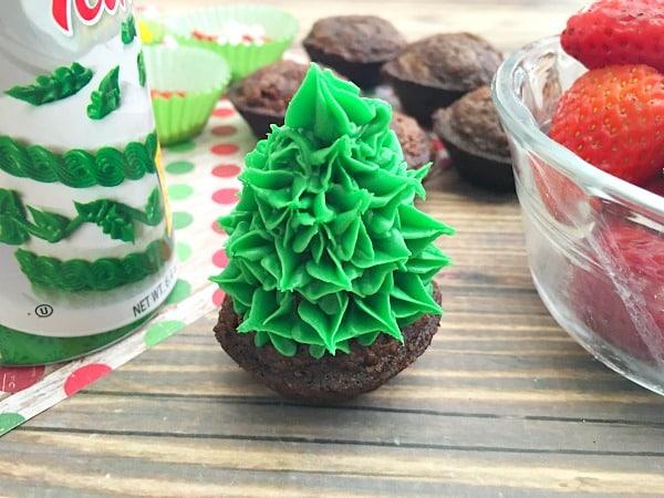 strawberry-christmas-tree-brownie-bites-recipe-step7