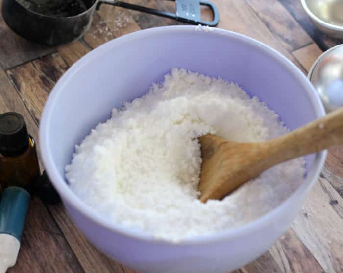 combine dry ingredients for homemade bath bombs