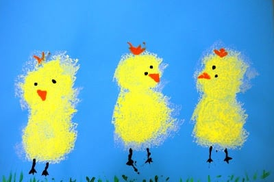 The best Easter crafts for toddlers are typically the easiest and allows your kids to express their creativity. These three cute sponge painted chicks are a perfect example.
