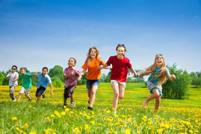 Need free things to do with kids near me? Whether it's summer boredom or a rainy day and you need help occupying your kids, there are lots of free stuff for kids to do.