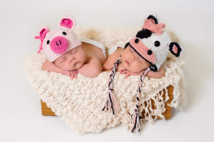 Do you want to save money on baby stuff for twins and multiples? Free stuff online by mail 2021 is the way to go.