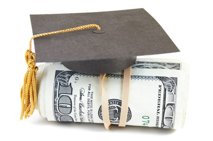 Are you a college student or know someone who is? Check out these ways to make money in college to help you pay for student debt and other college expenses.